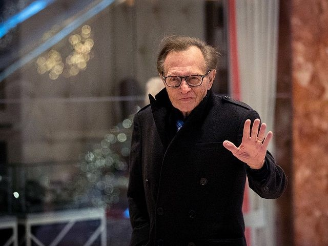 NEW YORK, NY - DECEMBER 1: Larry King waves as he arrives at Trump Tower, December 1, 2016 in New York City. President-elect Donald Trump and his transition team are in the process of filling cabinet and other high level positions for the new administration. (Photo by Drew Angerer/Getty Images)