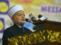 Grand Mufti of Jerusalem Muhammad Ahmed Hussain addresses the Paigham-e-Islam conference in Islamabad on February 10, 2016. Over five thousand Ulema, Mashaikh and scholars attended the Paigham-e-Islam conference, voicing concern over the rise of terrorism. AFP PHOTO / Farooq NAEEM / AFP / FAROOQ NAEEM (Photo credit should read FAROOQ …