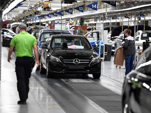 Mercedes benz drops foreign construction workers from for Mercedes benz plant salary