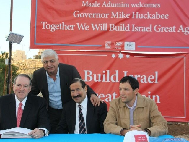 Mike Huckabeen with Mayor of Maale Adumim Beni-Kashriel at cornerstone laying ceremony Photo Deborah Danan
