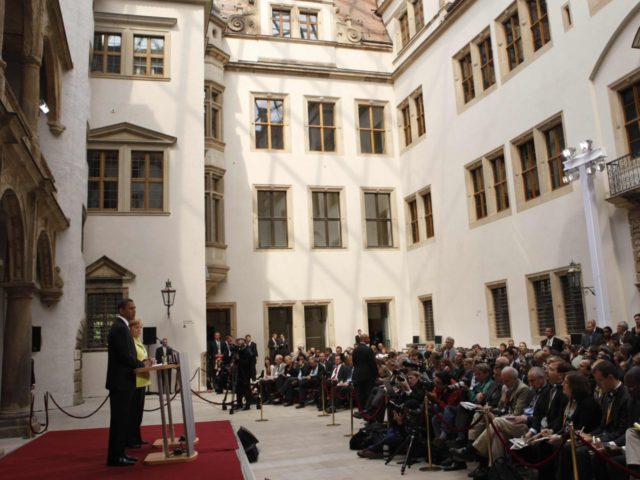 Obama Dresden (Gerald Herbert / Associated Press)