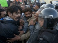 An civil society activist argues with police officers during a rally demanding recovery of the missing persons in Karachi, Pakistan, Thursday, Jan. 19, 2017. Pakistani police say a clash has been averted between the supporters of missing human rights activists and clerics in southern port city of Karachi. (AP Photo/Shakil Adil)