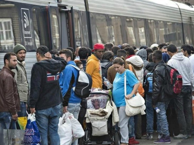 Swedish Municipalities Head: Chain Migration Causing New Migrant Crisis