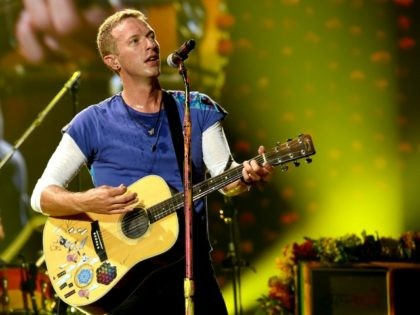 Singer Chris Martin of Coldplay performs at the Rose Bowl on August 20, 2016 in Pasadena, California. (Photo by Kevin Winter/Getty Images)