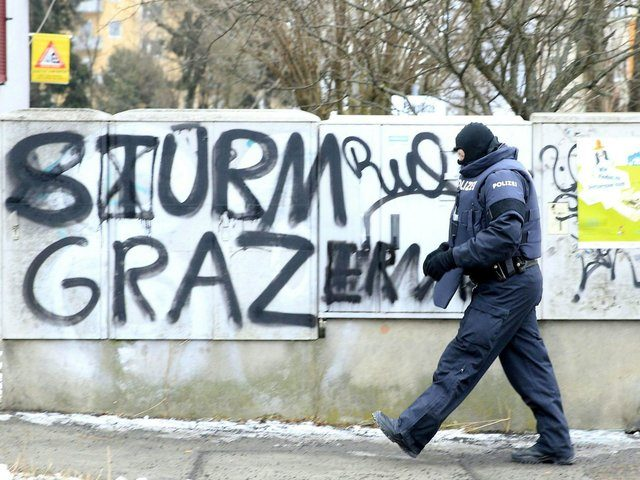 A policceman takes part in a raid against possible members of the Islamic State jihadist group in Graz, on January 26, 2017.  Fourteen people were arrested in Austria as some 800 police investigating possible members of the Islamic State jihadist group. / AFP / APA / ERWIN SCHERIAU / Austria OUT        (Photo credit should read ERWIN SCHERIAU/AFP/Getty Images)
