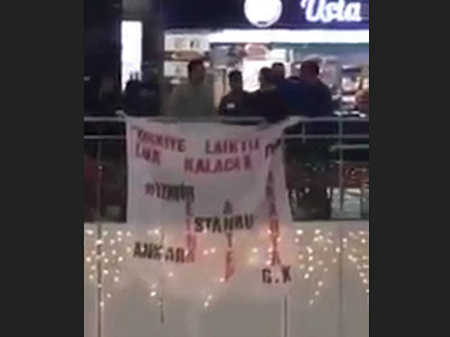 'There Is No God but Allah': Mob Attacks Youths Waving 'Turkey Is Secular' Sign