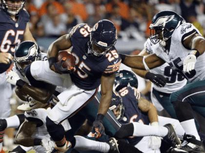 Watch: Chicago Bears' Ka'Deem Carey has logo knocked off helmet from big hit
