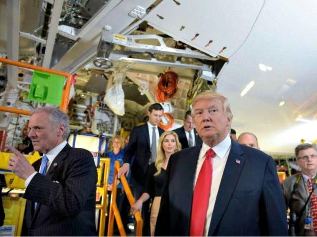 Donald-Trump-Charleston-Boeing-787-667x480