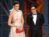 Oscars: Mexican Actor Gael Garcia Bernal Bashes Trump's Border Wall (Video)