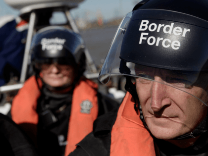 UK Border Force Sailed Into French Waters to Pick Up Illegal Boat Migrants: Report