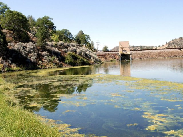 Klamath Dam (Jeff Barnard / Associated Press)