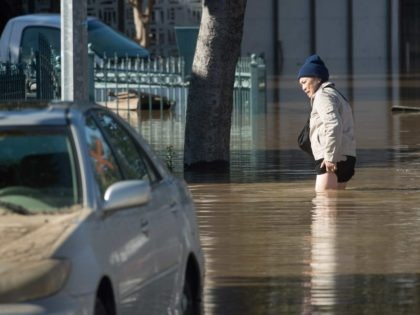 Long Beach flooding (Noah Berger / AFP / Getty)