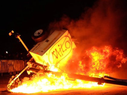 Milo-Yiannopoulos-Berkeley-Riot-Feb01-2017-screengrab