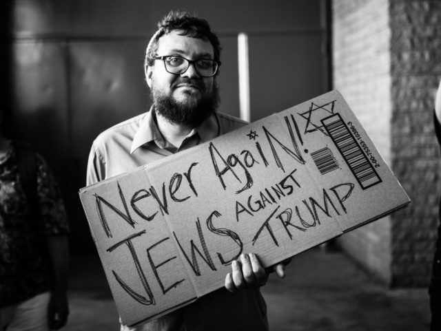 Never Again Jews Against Trump (Johnny Silvercloud / Flickr / CC / Cropped)