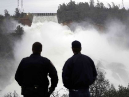 Oroville Dam braces (Marcio Jose Sanchez / Associated Press)
