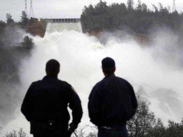 Oroville Dam braces (Marcio Jose Sanchez / Associated Press)