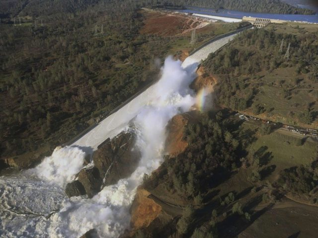 Oroville-Dam-side-view-Associated-Press-640x480.jpg (640×480)
