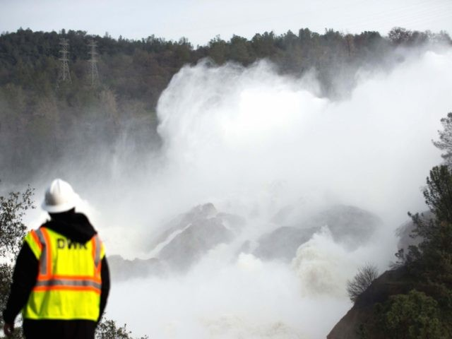 Oroville main spillway DWR worker (Josh Edelson / Getty)