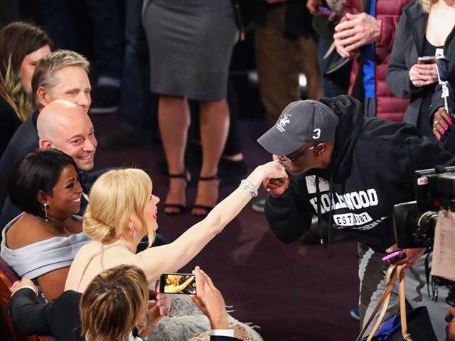 Oscars-Tourist-Reuters