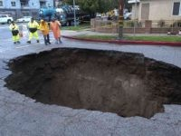 Sinkhole Los Angeles (Ringo H.W. Chiu / Associated Press)