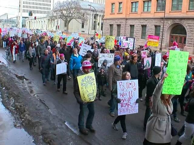 More Than 2,000 People Walk in Pro-Refugee 'Caravan of Love' March in Minnesota