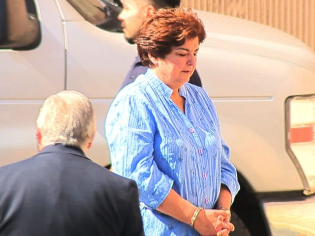 olga hernandez saisd trustee going into federal courthouse_1487275352051_9015204_ver1.0_1280_720