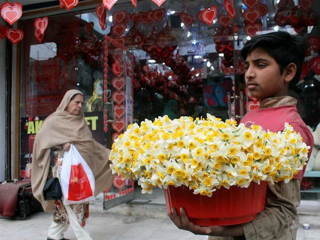 PESHAWAR, Feb. 14, 2017 -- A boy sells flowers on Valentine's Day in northwest Pakistan's Peshawar, Feb. 14, 2017. (Xinhua/Ahmad Sidique via Getty Images)
