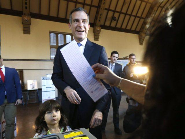Garcetti votes (Nick Ut / Associated Press)