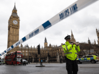 Cops Shoot 'Knifeman' Outside UK Parliament, Multiple Injured After 'Car Attack' on Westminster Bridge