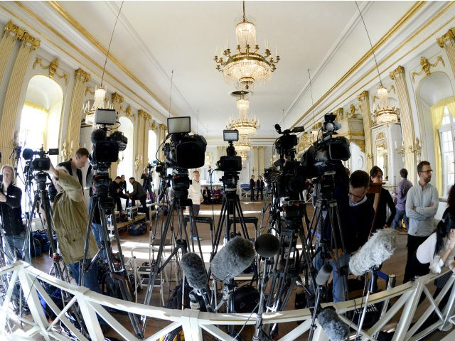 TV cameras are set up by journalists before the annoucement of the 2015 Nobel Prize in Literature at the Swedish Academy, on October 8, 2015 in Stockholm. AFP PHOTO / JONATHAN NACKSTRAND