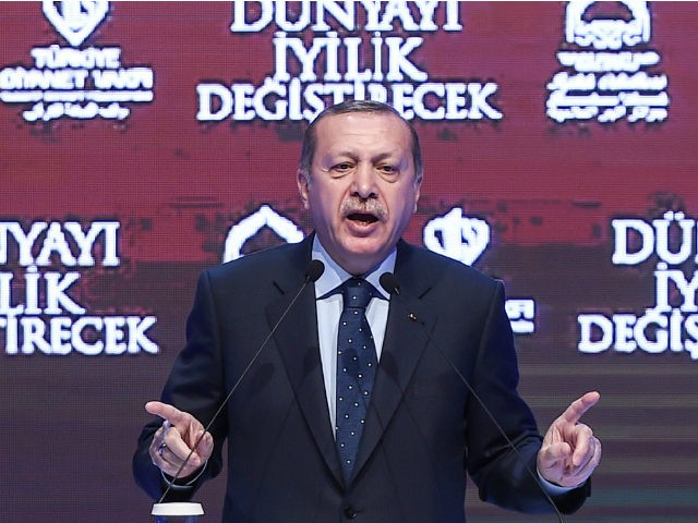 Turkish President Recep Tayyip Erdogan gestures as he speaks in Istanbul on March 12, 2017. Turkey's President Recep Tayyip Erdogan on March 12 threatened that the Netherlands would 'pay a price' after expelling a Turkish minister from the country. / AFP PHOTO / OZAN KOSE (Photo credit should read OZAN …