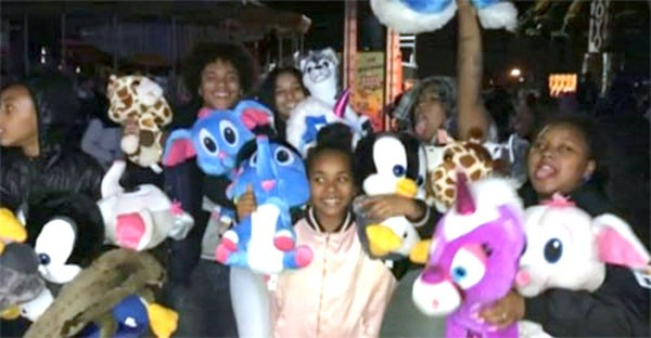 Mob of teens Rampage Through Oakland Carnival, Stealing Prizes