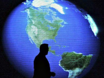 Al Gore-Earth-AARON FAVILAAP