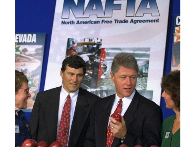 Clinton NAFTA Joe Marquette:AP