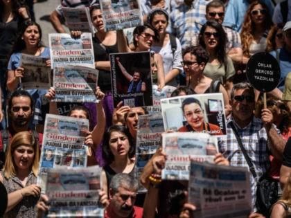 TURKEY-POLITICS-MEDIA-TRIAL-RIGHT
