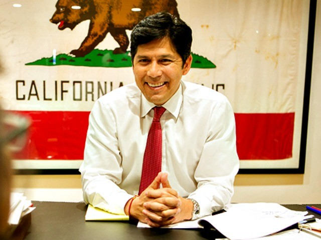 WATCH: Democrat Kevin de Leon Can't Remember Pledge of Allegiance