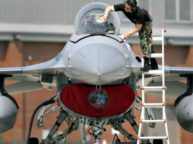 Worker Plane Paul SancyaAP