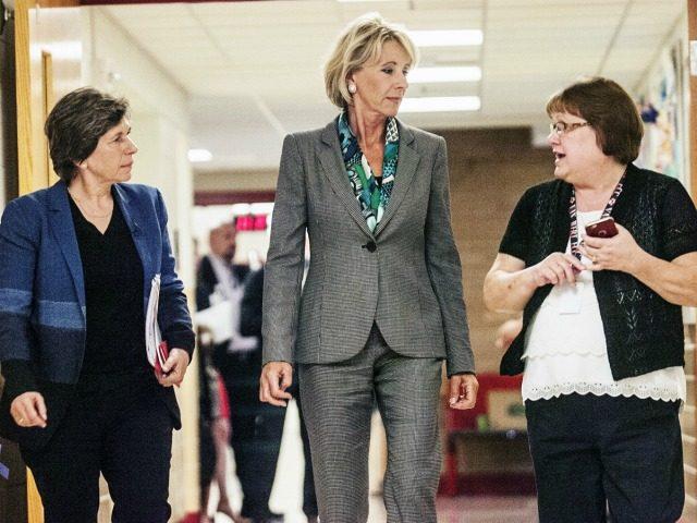 devos-weingarten-school-tour Cathie Rowand AP