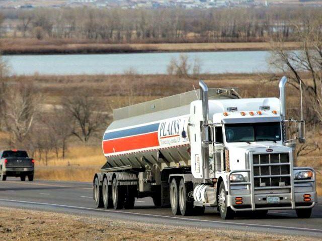 semi-truck a6c723e002a564241dc4a1597a00224e
