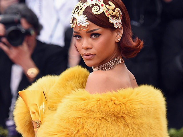 NEW YORK, NY - MAY 04: Rihanna attends the 'China: Through The Looking Glass' Costume Institute Benefit Gala at the Metropolitan Museum of Art on May 4, 2015 in New York City. (Photo by Mike Coppola/Getty Images)