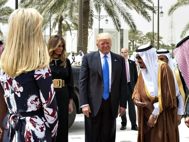 Trump stops by Toby Keith concert in golf cart with Saudi King