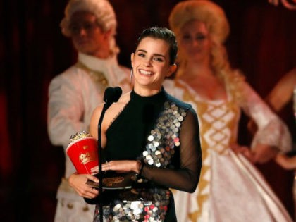 "2017 MTV Movie and TV Awards - Show – Los Angeles, U.S., 07/05/2017 – Emma Watson accepts the Best Actor in a Movie award for ""Beauty and the Beast."" REUTERS/Mario Anzuoni"