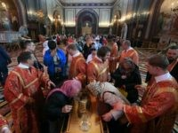 Relics of Saint Nicholas—the Real 'Santa Claus'—Leave Italy for First Time in 1,000 Years