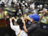 CARACAS, VENEZUELA, MAY 12: Opposition activists scuffle with riot police during a protest against the government in Caracas on May 12, 2017. Daily clashes between demonstrators -who blame elected President Nicolas Maduro for an economic crisis that has caused food shortage- and security forces have left 38 people dead since April 1. Protesters demand early elections, accusing Maduro of repressing protesters and trying to install a dictatorship (Photo by Carlos Becerra/Anadolu Agency/Getty Images)