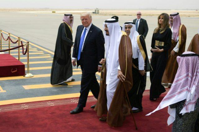 US President Donald Trump (C-L) is welcomed by Saudi King Salman bin Abdulaziz al-Saud (C) upon arrival at King Khalid International Airport in Riyadh on May 20, 2017, followed by First Lady Melania Trump (R)