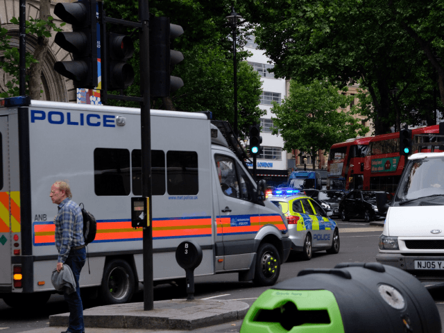 Trafalgar Square evacuated by armed police