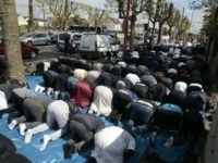 France: As Many Muslims as Practising Catholics in 18-29 Year-Old Demographic