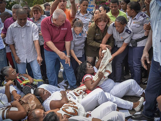 """Members of dissident group """"Ladies in White"""", wives of former political prisoners protest on March 20, 2016 in Havana."""