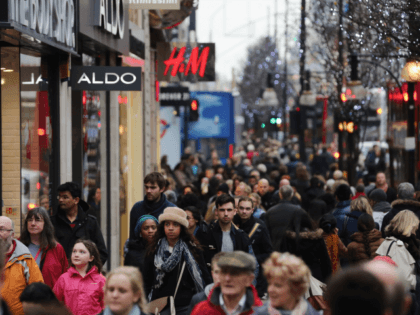 UK Population Sees Sharpest Annual Rise in 70 Years — Thanks to Immigration