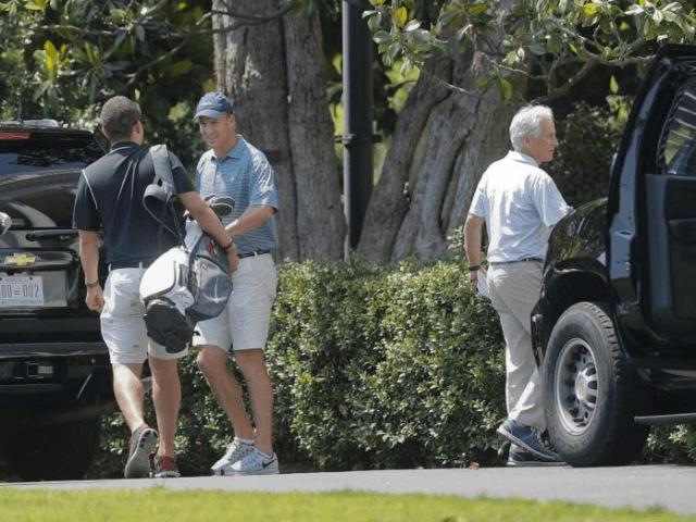 Peyton Manning golfs with the President
